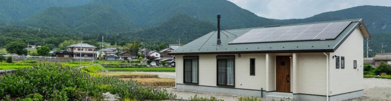 薪ストーブのある平屋の家