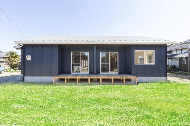 広々リビングで暮らす平屋の家